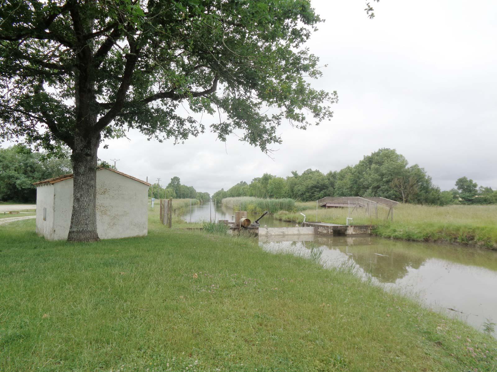 Le prochain site de forage, sur le canal Charente-Seudre